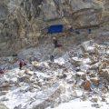 Nahe am Fels schützt vor Steinschlag